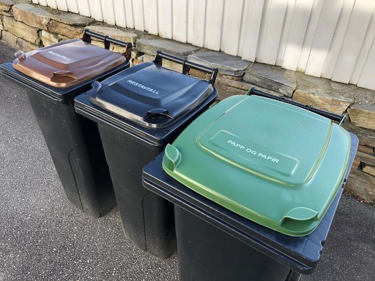 Bilde av tre avfallsdunker